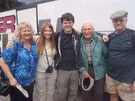 Tochter Ingeborg Heisey-Rittner, Rebecca Heisey, Nathan Heisey, Stefan Rittner, Galen Heisey aus Los Angeles, USA während der Reise nach Weprowatz im August 2015